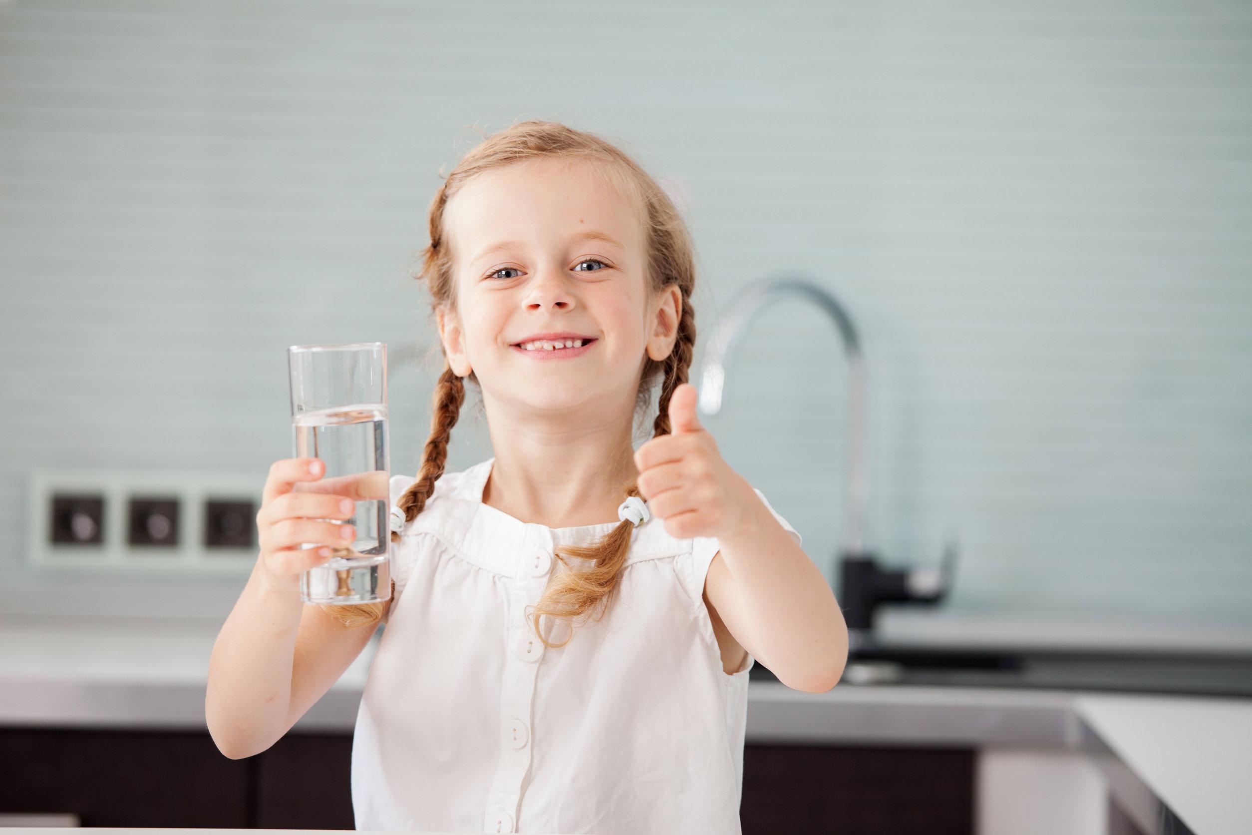 Hogyan vegyük rá a gyerekeket a rendszeres vízfogyasztásra?