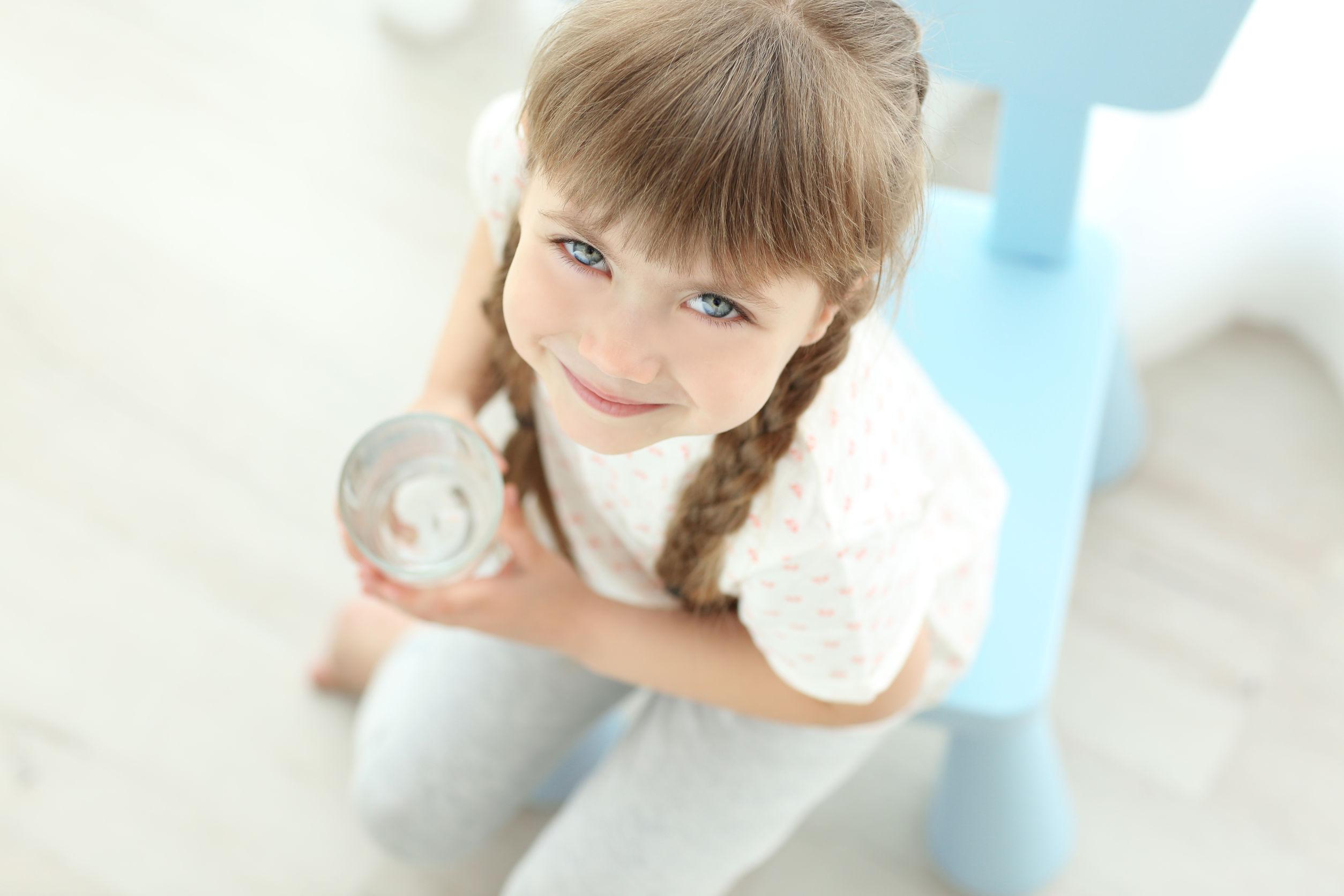 Ezért fontos, hogy gyermekeink rendszeresen fogyasszanak ivóvizet!